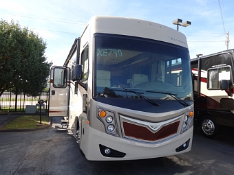 2015 Fleetwood Excursion 35E diesel pusher