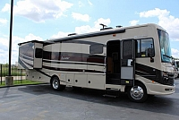 2016 Fleetwood Bounder 33c $2,000.00 in fleetwood cash