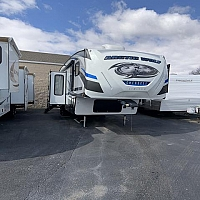 2018 Forest River arctic wolf 305MLS