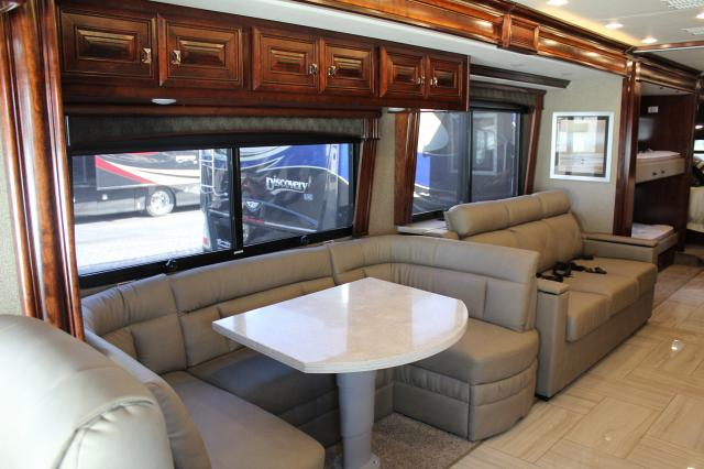 2019 Fleetwood Discovery LXE 40G